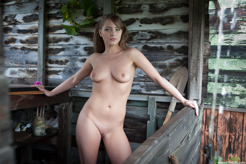 Фото голая на даче 18 фотография