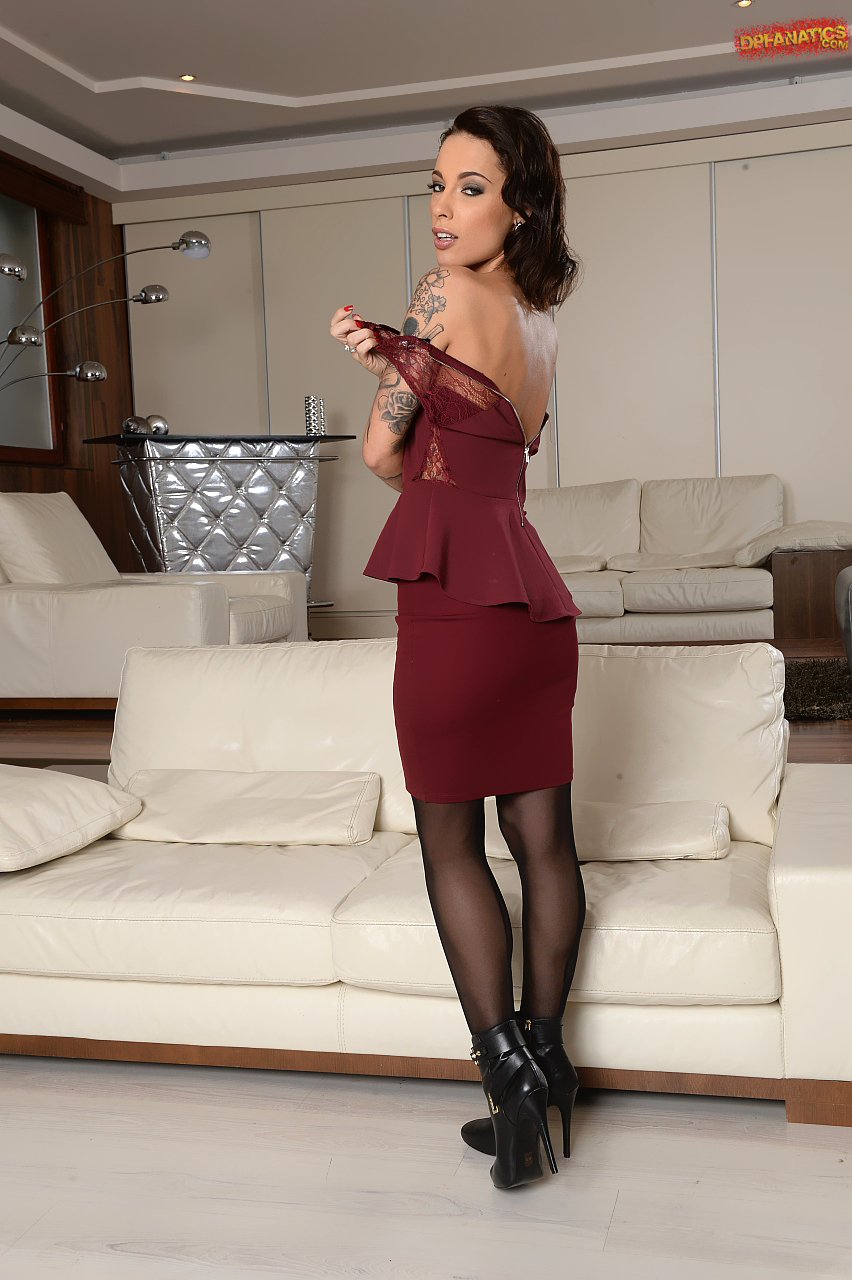 European brunette Nikita Bellucci giving BJ on knees for cumshot in mouth  512214